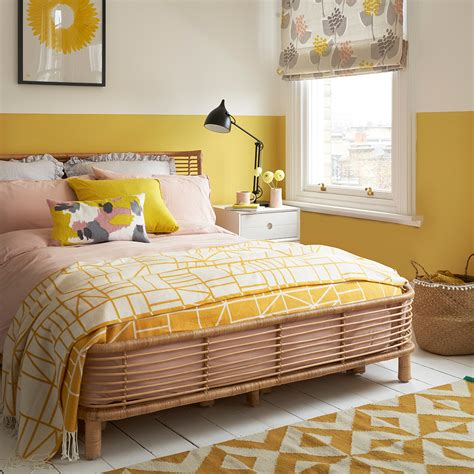 Decorating Ideas For Yellow Bedrooms by Yellow Bedroom Ideas For Mornings And Sweet Dreams
