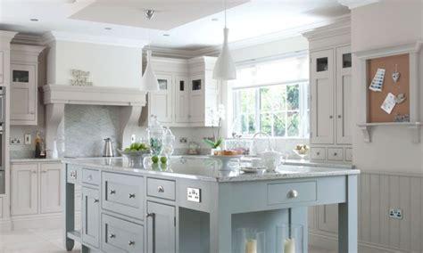 designs for kitchen islands klassiskt kök med stor köksö hayburn co