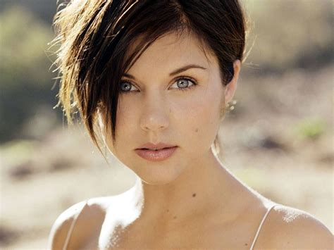 Tiffani Amber Thiessen short hair   Celebrities with Round