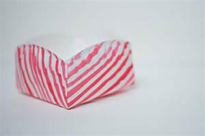 Comment Faire Des Roses En Papier : diy tutoriel comment faire une boite en papier d co lignes diagonales couleur rose exemple ~ Melissatoandfro.com Idées de Décoration