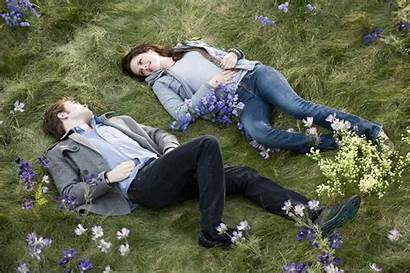 Couple Lovely Wallpapers Grass Romantic Lying Heart