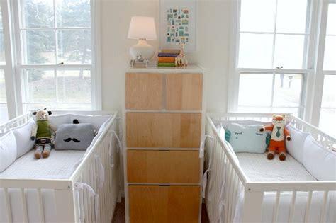 chambre de b b jumeaux astuces déco chambre d enfants et amménagements jumeaux