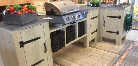 evier cuisine exterieure une cuisine extérieure en bois d échafaudage pour les makers