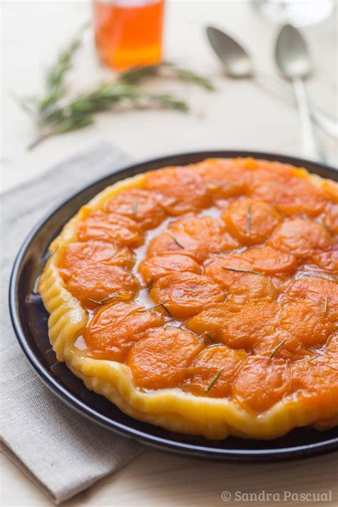recettes de cuisine t駘駑atin tarte tatin d 39 abricots au miel romarin cuisine addict