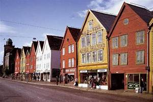Häuser In Norwegen : bowman h user holzh user bergen norwegen skandinavien europa kunstdruck ~ Buech-reservation.com Haus und Dekorationen