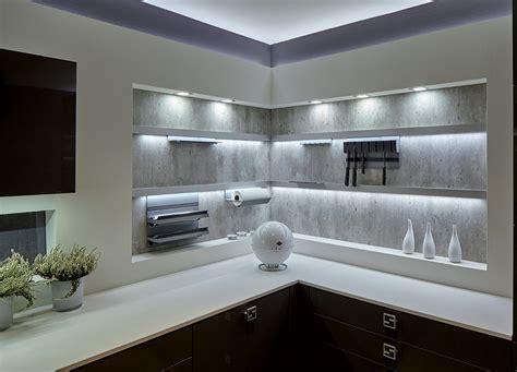 lumi鑽e cuisine plan de travail eclairage led cuisine plan travail focus sur led clairage surtout si la cuisine est ouverte sur la salle manger crdences ou vaisselier rtro