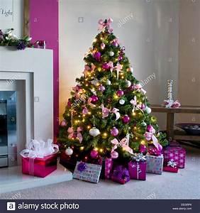 Weihnachtsbaum Pink Geschmückt : geschm ckter weihnachtsbaum in rosa und wei en design stockfoto bild 77816540 alamy ~ Orissabook.com Haus und Dekorationen