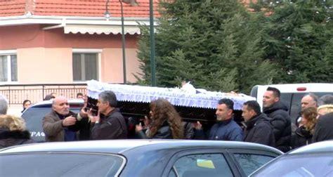 Πίσω στον σεπτέμβριο του 2000 έχουν φτάσει οι αρχές προκειμένου να ξετυλίξουν το κουβάρι της δολοφονίας του πυγμάχου τάσου μπερδέση το πρωί της δευτέρας στη βάρη. ΠΟΛΙΤΕΣ ΜΙΛΟΥΝ ΓΙΑ ΤΟΝ ΑΔΟKΗΤΟ ΧΑΜΟ ΣΤΗΝ ΚΗΔΕΙΑ ΤΟΥ ΔΟΛΟΦΟΝΗΜΕΝΟΥ ΤΑΞΙΤΖΗ - OlaDeka