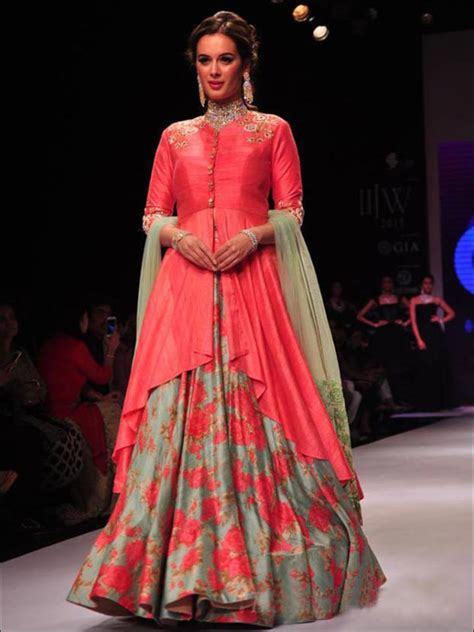 Dupatta Draping Style - 7 dupatta draping styles for the modern day