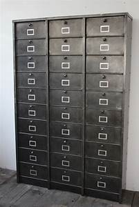 Casier Industriel Metal : ancien grand meuble 30 casiers industriel a clapet strafor 1950 ~ Teatrodelosmanantiales.com Idées de Décoration