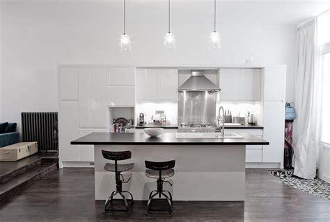cuisine blanc laque avec ilot cuisine blanc laque avec ilot 1 grande cuisine loft
