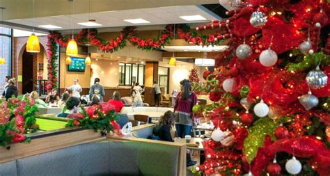 60 Gorgeous Office Christmas Decorating Ideas > Detectview