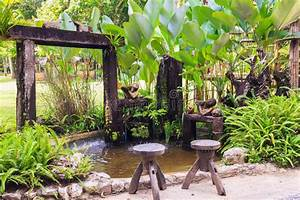 Kleiner Teich Im Garten : kleiner teich und garten stockfoto bild von blume teich 39383254 ~ Markanthonyermac.com Haus und Dekorationen