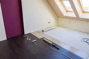 Fußbodenheizung Verlegen Kosten : holzboden verlegen anleitung in 4 schritten ~ Frokenaadalensverden.com Haus und Dekorationen