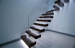 treppe beleuchtung freitragende treppe im spotlicht 29 moderne bolzentreppen