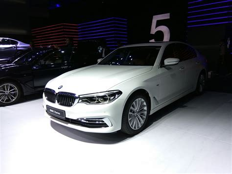 luxury bmw 2017 2017 bmw 5 series luxury line front quarter launched
