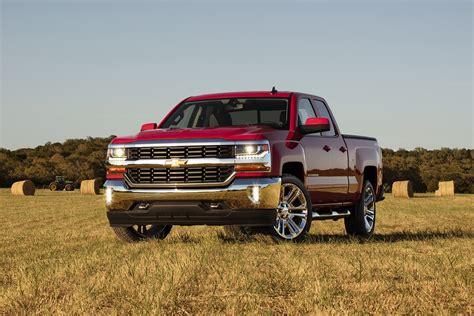 2016 Chevrolet Silverado Gets New Styling, Wider
