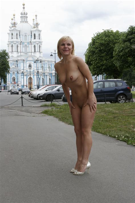 Short Haired Blonde Walks Naked At Pulic Place Russian