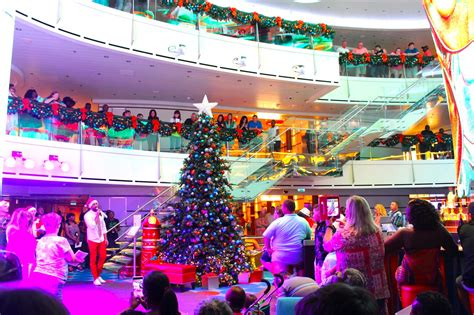 carnival announces  christmas decorating schedule