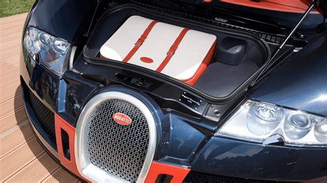Bugatti presents a new model of the bugatti chiron, dressed by the prestigious french house, hermès. FBG par Hermès - Bugatti Editions - Models
