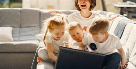 Mātes, kuru bērni aug nelaimīgi: 6 uzvedības tipi - Noderēs.lv