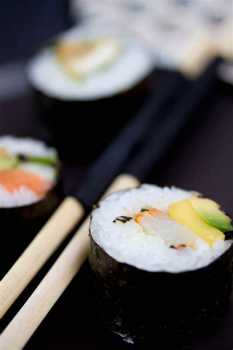 cuisiner un pavé de saumon trois variantes de sushi maki saumon haddock poulet
