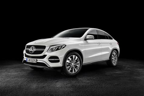 From the outside, the heavily contoured power dome design hints at the immense power delivery. Mercedes-Benz GLE Coupe revealed, debuts AMG Sport '450' - PerformanceDrive