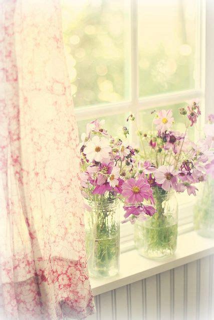 Quadro moderno con fiori calle. Aria di primavera: arredare casa con fiori e colori   季節の生花種類, フローラル, 飾る