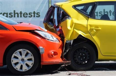 How do seniors get car insurance? The Difference Between Collision and Comprehensive automobile insurance Coverage - Car insurance