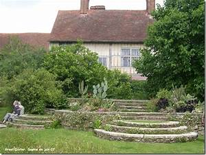 Comment Faire Des Marches Dans Un Talus : le jardin c 39 est tout des escaliers ~ Melissatoandfro.com Idées de Décoration