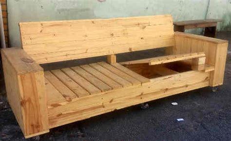 canap fait avec des palettes tuto canapé avec palette plans et guides de construction
