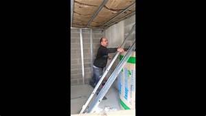 Doubler Un Mur En Placo Sur Rail : comment fixer un montant placo sur un mur tordu youtube ~ Dode.kayakingforconservation.com Idées de Décoration