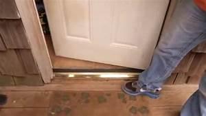 Joint De Porte Bois : comment poser une barre de seuil de porte en aluminium ~ Edinachiropracticcenter.com Idées de Décoration