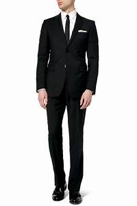What to Wear to a Funeral- 20 Proper Funeral Outfits for ...