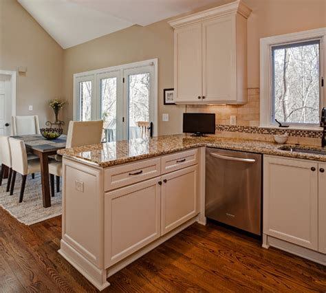 kitchen peninsula cabinets do you the dimensions of the peninsula cabinets the 2432