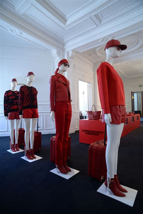 interieur winkel parijs the rouge absolute signature collection in paris windows