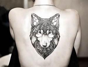 Loup Tatouage Signification : tatouage loup femme connotations et 40 id es sur les emplacements ~ Dallasstarsshop.com Idées de Décoration