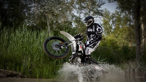 Derbi Dirtbike Wheelie Water wallpaper