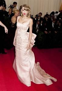 taylor-swift-pink-oscar-de-la-renta-dress-2014-met-gala