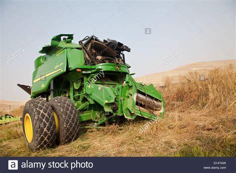 John Deere tractor in wheat fields The Palouse Washington ...
