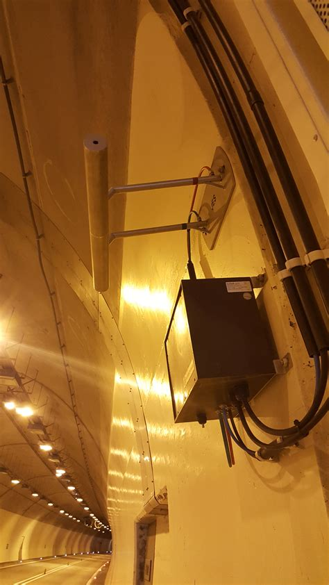 pitot tube a and terminal box mounted on tunnel wall jes