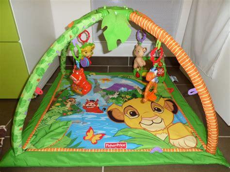 chambre autour de bébé arrivée de bébé dans le monde de disney déco chambre