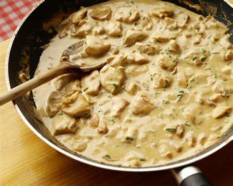 cuisiner des filets de poulet recette filets de poulet aux chignons facile à cuisiner