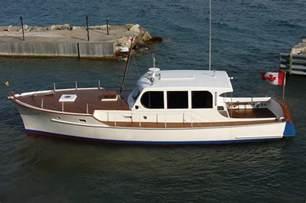 Small Wooden Cabin Cruiser Boat