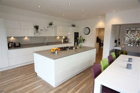 white gloss kitchen designs white gloss kitchen droitwich kitchens driotwich 1314
