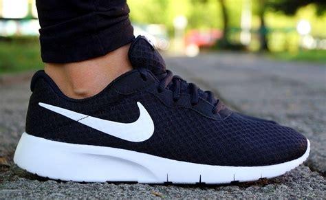 Neu Schuhe NIKE TANJUN GS Damen Sneaker Laufschuhe Jogging