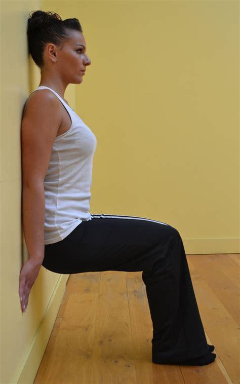 abdos sur une chaise des exercices à faire à la maison contre la cellulite