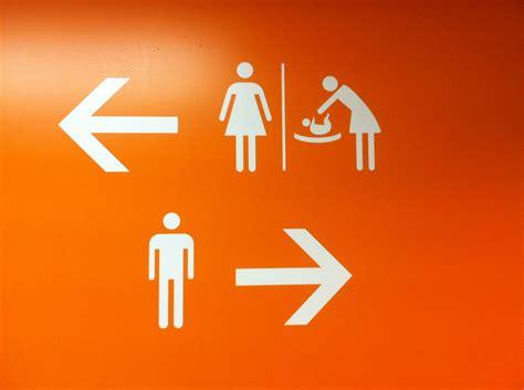 dans les toilettes des femmes dans les toilettes d orly le panneau qui d 233 range l interconnexion n est plus assur 233 e