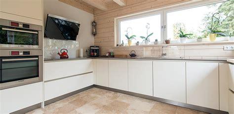 refaire sa cuisine rustique en moderne le travertin dans la cuisine stonenaturelle