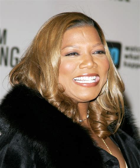 queen latifah long wavy hairstyle